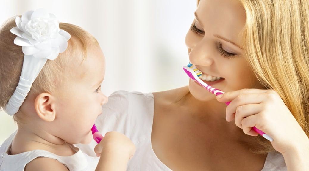 Bambini: a quale età cominciare a lavare i denti da soli?