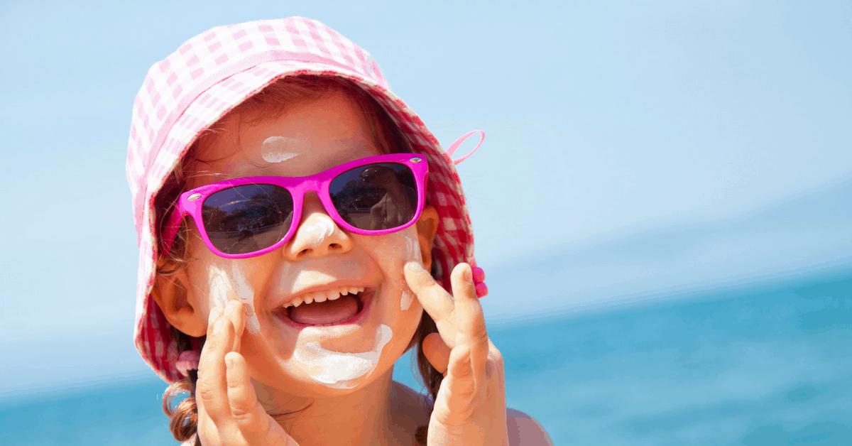 In vacanza coi bambini: prepara la valigia con la dermatologa