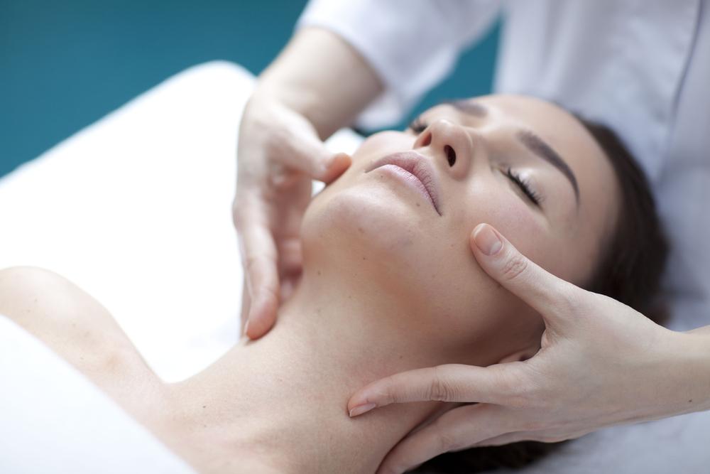 massaggio viso collo trattamento milano centro estetico adec salute